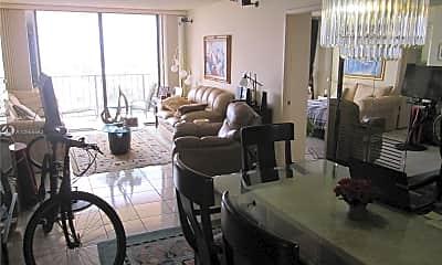 Living Room, 290 174th St 1707, 1