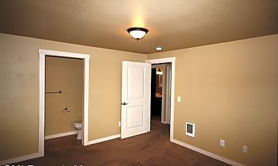 Bedroom, 671 Church St W, 2