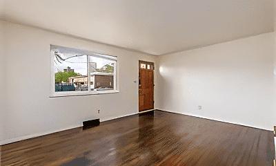 Living Room, 880 N Meadows Ct, 1