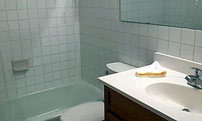 Bathroom, 917 11th Ave S, 2
