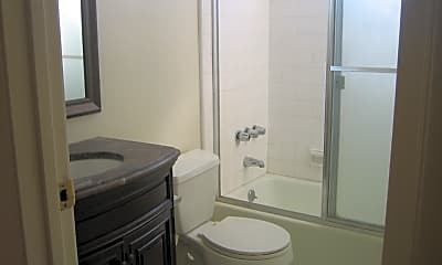 Bathroom, 2451 20th St 6, 2