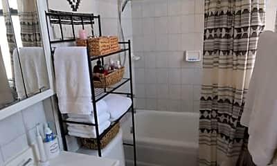 Bathroom, 1547 W Blackhawk St, 1