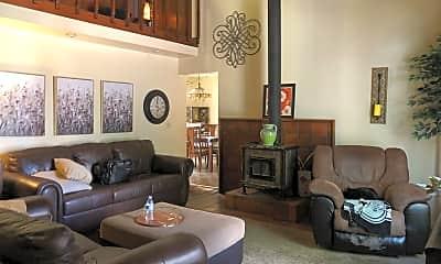 Living Room, 128 High St, 1
