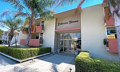 Building, 11146 Camarillo St, 1