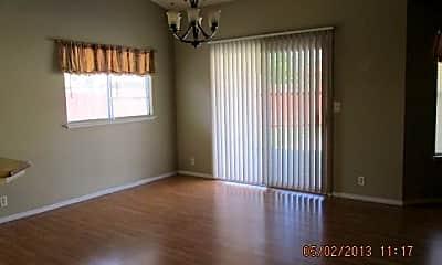 Living Room, 1017 Bobcat Ct, 2