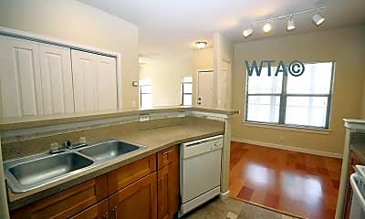 Kitchen, 33 Lynn Batts, 1