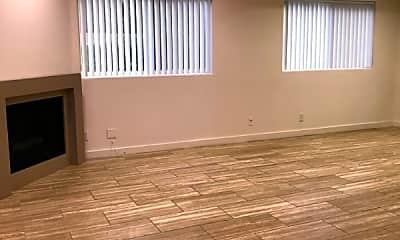 Living Room, 13012 Riverside Dr, 1