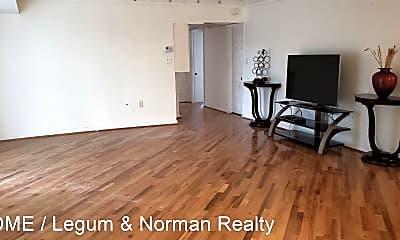 Living Room, 3320 S 28th St #102, 1