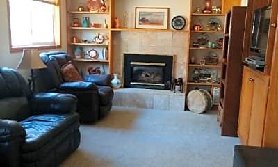 Living Room, 283 Gordon Ct, 2