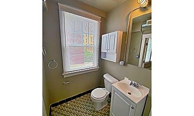 Bathroom, 2243 Jones St, 2