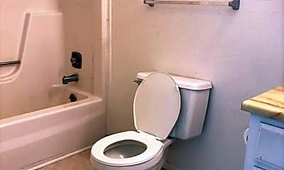 Bathroom, 1035 S Chestnut St, 2