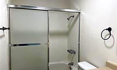 Bathroom, 425 Nelson Ave, 2