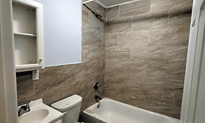 Bathroom, 132 S 7th St, 2