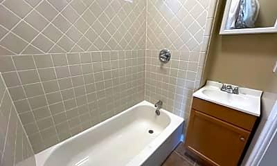 Bathroom, 367 Hermann Street, 2