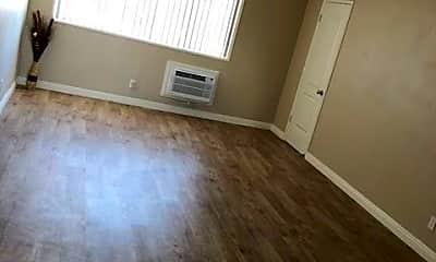 Living Room, 737 N Mavis St, 0