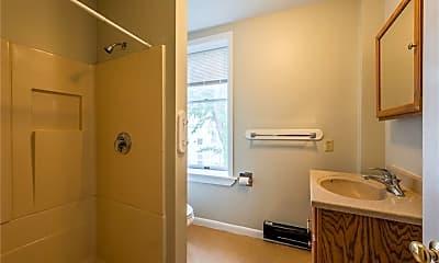 Bathroom, 668 Bank St 2B, 2