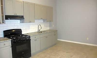 Kitchen, 585 Bramhall Ave 2, 2