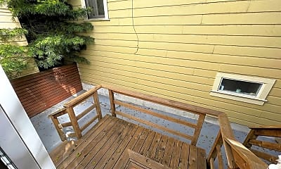 Patio / Deck, 1701 Oak St, 2