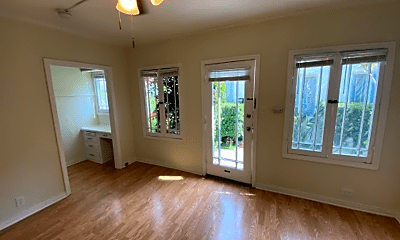 Living Room, 632 N Plymouth Blvd, 1
