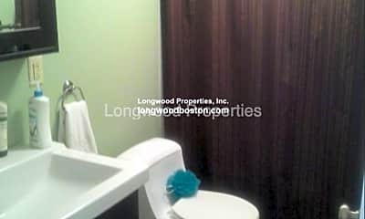 Bathroom, 70 Northampton St, 2
