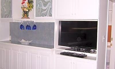 Kitchen, 188 Maverick St, 2