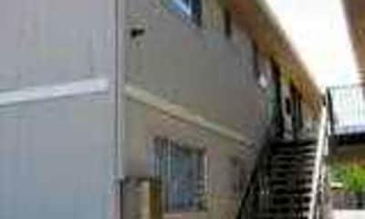 Henderson Apartments, 2