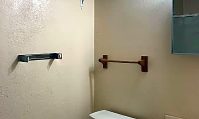 Bathroom, 1009 W 4th St, 1