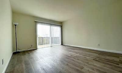 Living Room, 2800 21st Ave, 2