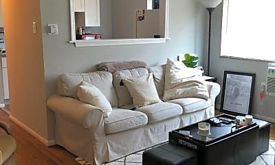 Living Room, 3217 Russell Blvd, 1