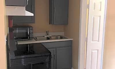 Kitchen, 905 Sarrazin Ave A, 2
