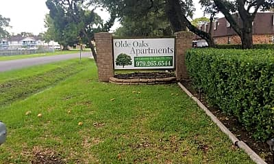 Olde Oaks, 1