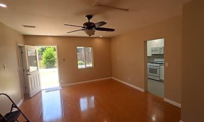 Living Room, 706 Vassar St, 2