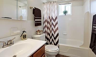 Bathroom, Fox Pointe Apartments, 2
