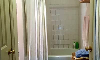 Bathroom, 1022 W Franklin St, 2
