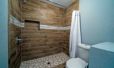 Bathroom, Room for Rent -  a 2 minute walk to bus stop Laura, 2