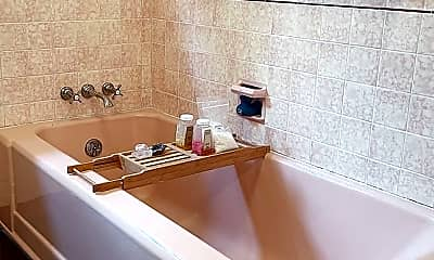 Bathroom, 4211 Cromwell Ave, 2