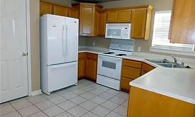 Kitchen, 910 SW Cheyenne Dr, 1