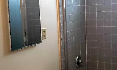 Bathroom, 729 1/2 Levering Ave, 2
