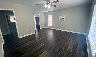 Living Room, 517 Dibrell Ave, 1