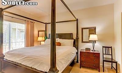Living Room, 1001 NE Marine Dr, 1