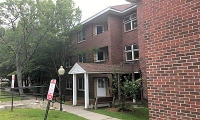 Murice Arel Manor, 2