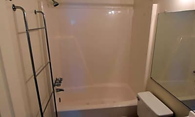 Bathroom, 511 Summit Ct, 2