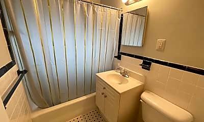 Bathroom, 2030 N Woodrow St 6, 2