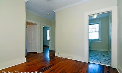 Living Room, 611 W Horatio St, 1