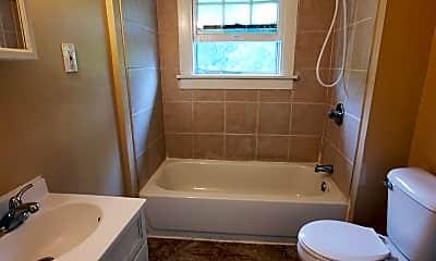 Bathroom, 1802 Pinkney St, 2