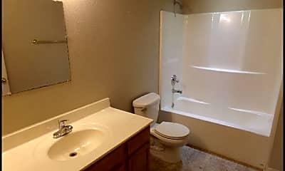 Bathroom, 909 W 22nd St, 2