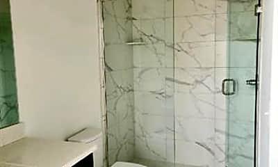Bathroom, 550 N Holbrook St, 2