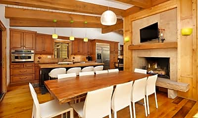 Dining Room, 908 W Francis St, 2