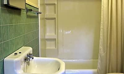 Bathroom, 7 Thurlow Ave, 2