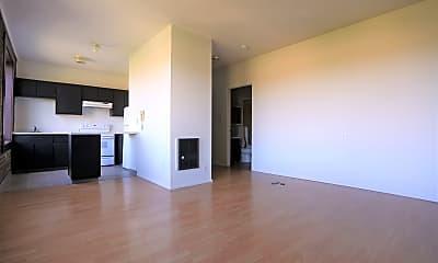 Living Room, 708 N Killingsworth Ave, 2
